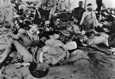 En imagen de archivo, pobladores de Hiroshima en un hospital luego del ataque con bomba atómica lanzado por el ejército de Estados Unidos en 1945