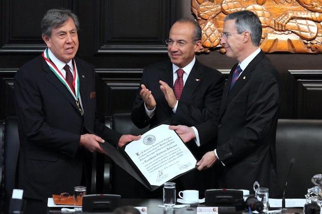 Cárdenas-recibe-medalla-Belisario-Domínguez-