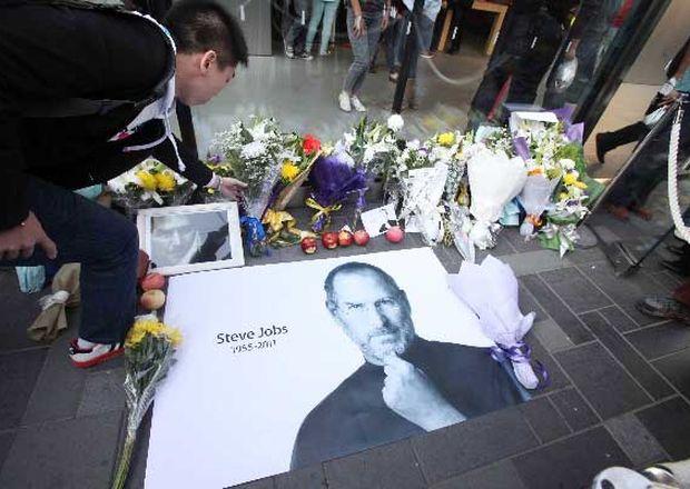 Homenajes-fundador-Apple-Steve-Jobs_ECMIMA20111006_0153_4
