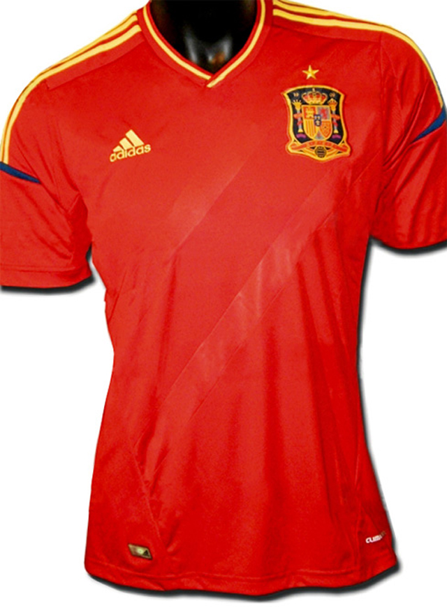 nuevo-uniforme-espana-frente