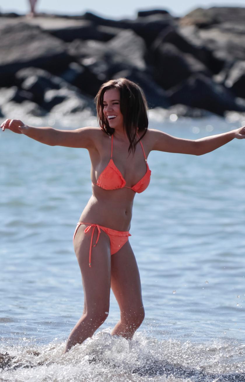 maria-fowler-topless-at-beach-for-english-sun-5362-4