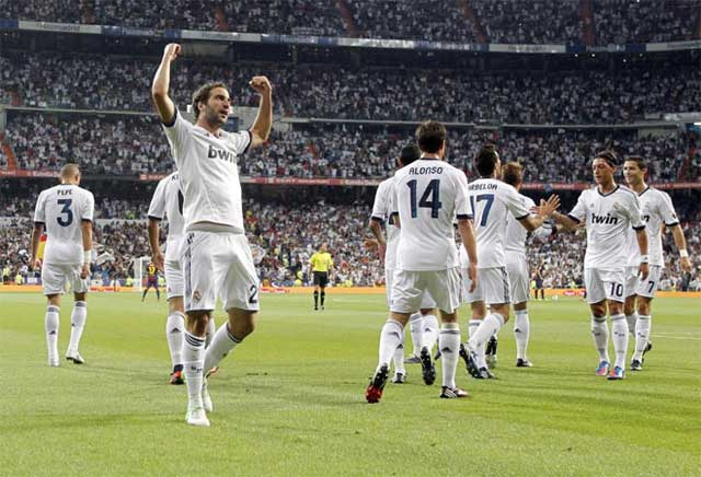 Real-Madrid-vs-Barcelona-Supercopa-4
