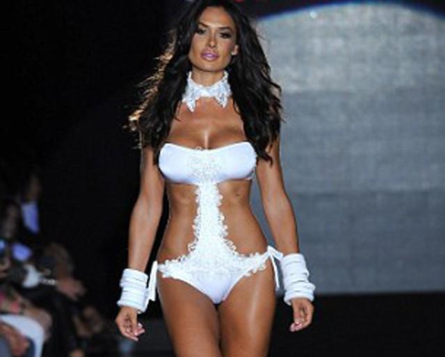 Nicole-Minetti-en-bikini-02