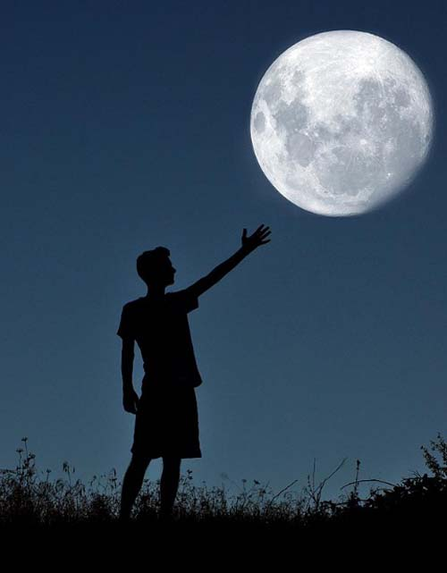 hombre_y_la_luna