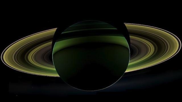 Lado oscuro de Saturno