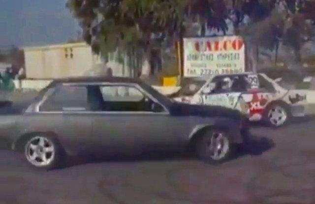 derrapando dos carros a la vez