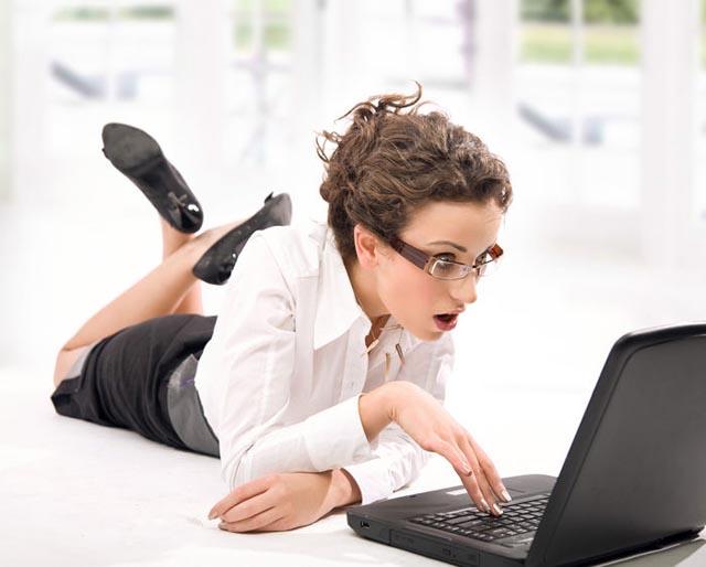 mujer_sexy_computadora_