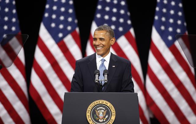 El presidente estadounidense Barack Obama sonríe durante un dicurso sobre la refoma migratoria el martes 29 de enero de 2013, en las instalaciones de la secundaria Del Sol en Las Vegas, Nevada. (Foto AP/Isaac Brekken)