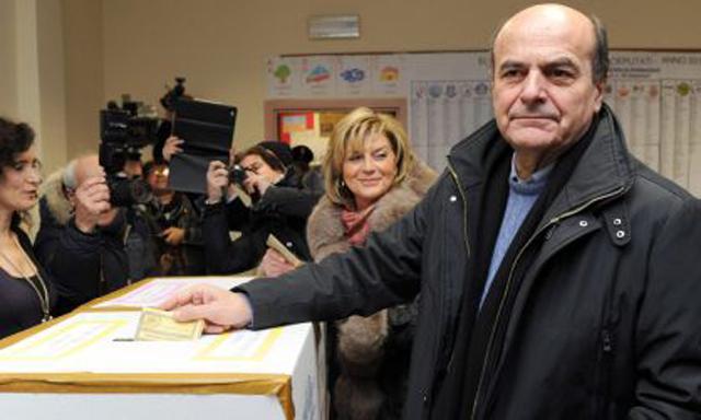 Luigi Bersani votando