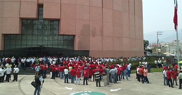 Maestros-bloquean-Congreso-Chilpancingo