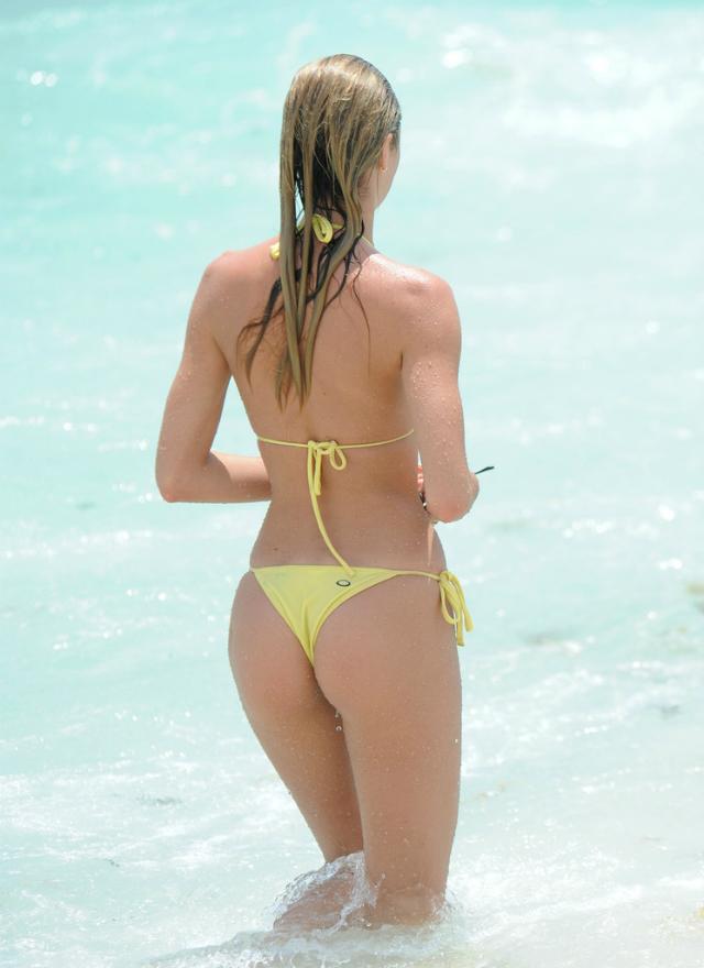Candice_Swanepoel_Miami-14