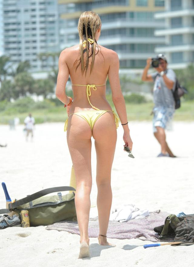 Candice_Swanepoel_Miami-16