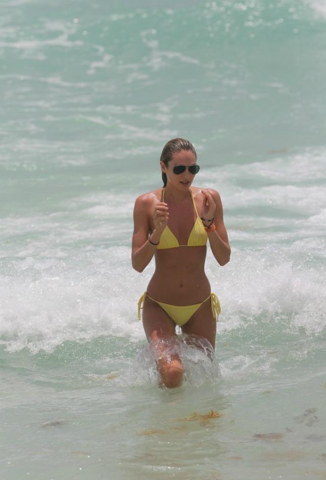 Candice_Swanepoel_Miami-19