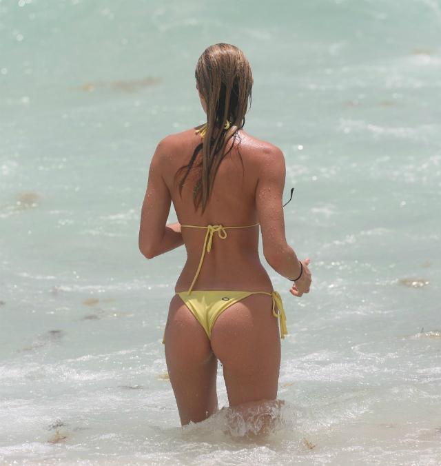 Candice_Swanepoel_Miami-20