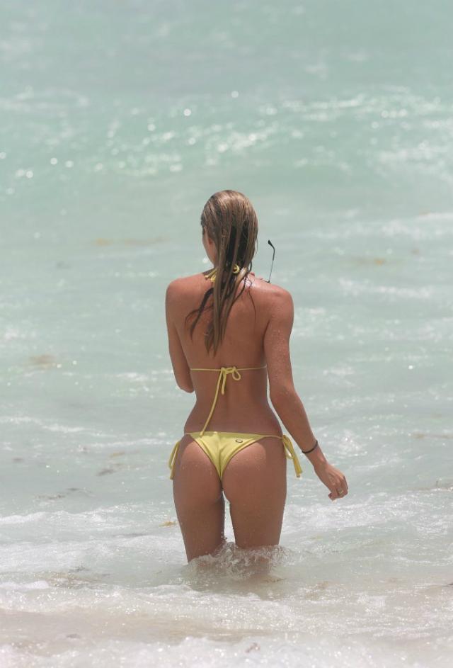 Candice_Swanepoel_Miami-24