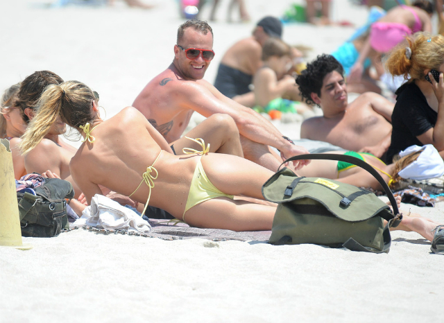 Candice_Swanepoel_Miami-4