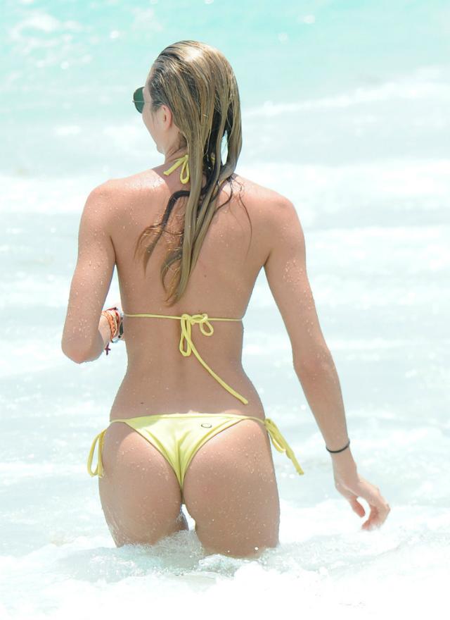Candice_Swanepoel_Miami-6