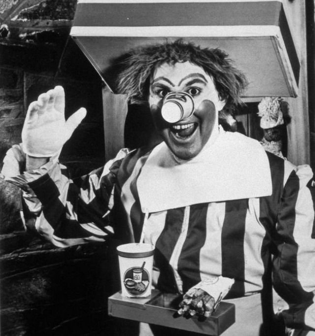 El primer Ronald McDonald -- interpretado por Willard Scott.