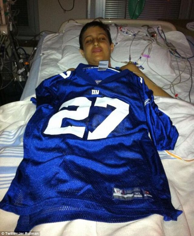 Un niño que despierta después de su trasplante de hígado y descubre que su equipo favorito acababa de ganar el campeonato