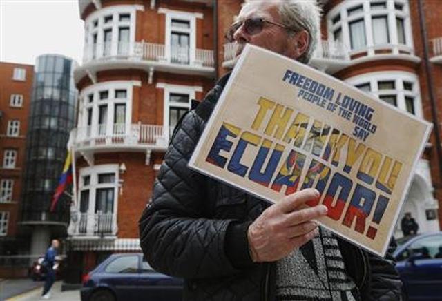 ecuador embajada londres assange microfono