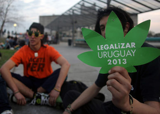 Jovenes-legalizacion-Parlamento-Montevideo