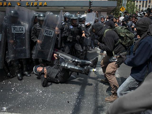 granaderos protesta