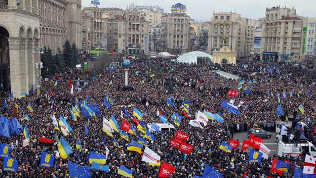 Protesta-Ucrania-reune-personas_MEDIMA20131201_0140_5