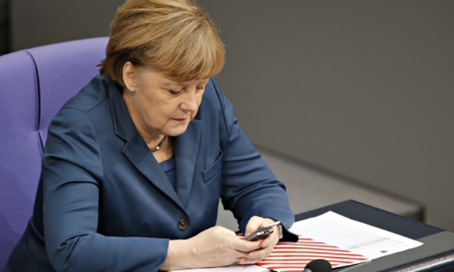 Angela-Merkel-on-a-Nokia--011