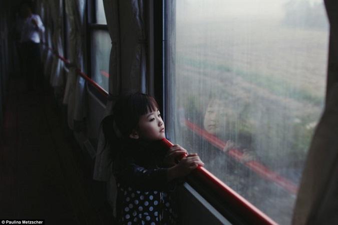 Sony World Photography Awards niña tren