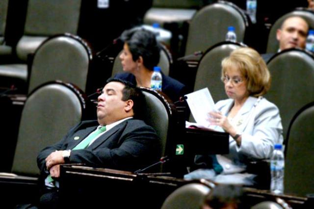 legislador_dormido