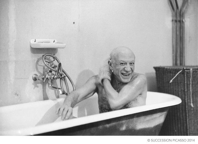 David Douglas Duncan, Pablo Picasso en la tina el día de su primer encuentro con David Douglas Duncan, 1956
