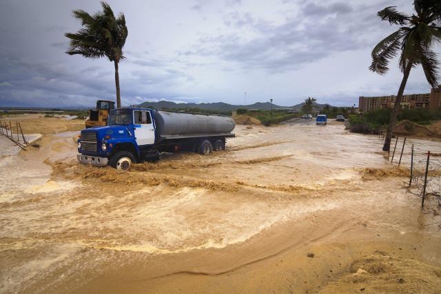 El-huracán-Odile-causará-olas-de-hasta-10-metros-en-Baja-California-Sur