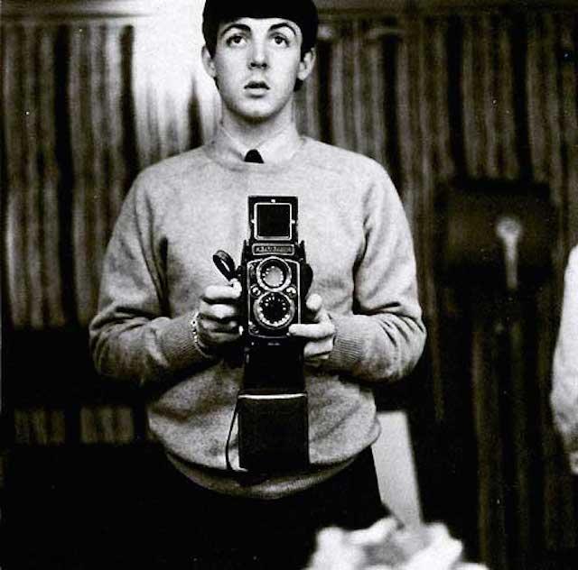 Paul-McCartney-taking-a-selfie