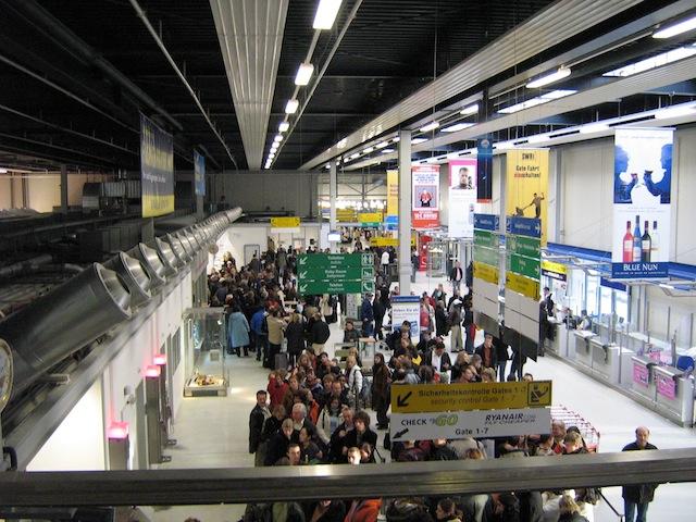 Inside_terminal1_hahn_airport