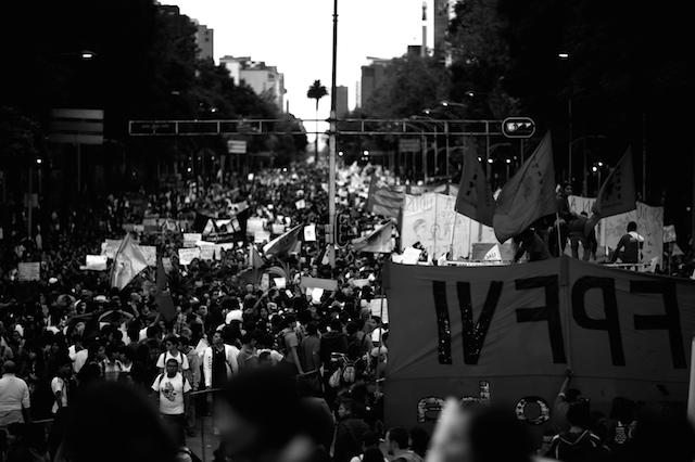 Luz_Ayotzinapa_Santiago_Arau