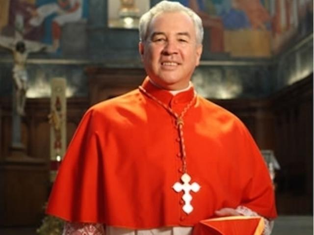 Iglesia Catlica: El cura que declar ser gay acusa al