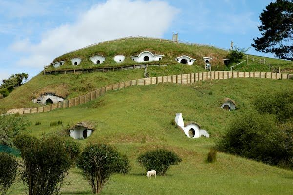 27-hobbit-underground-house1
