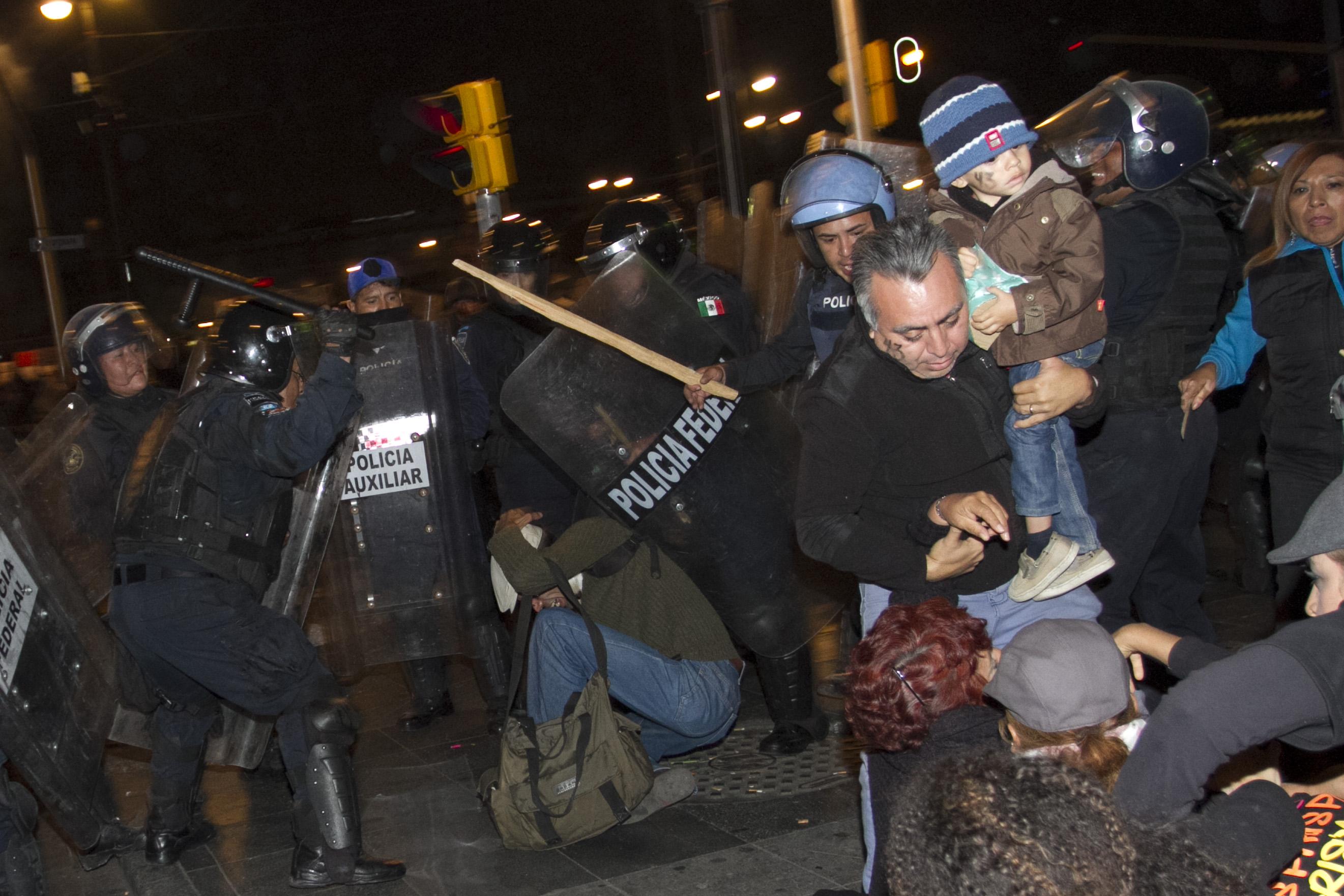 Desalo_Manifestantes_Zocalo-3