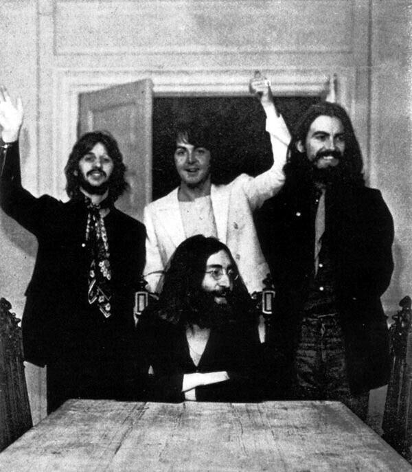 The-Beatles-last-photo-shoot-at-John-Lennons-home-at-Tittenhurst-Park-Ascot-UK1969