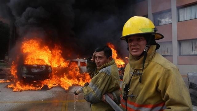 guerrero-congreso-disturbios-quema-ceteg-normalistas-ayotzinapa