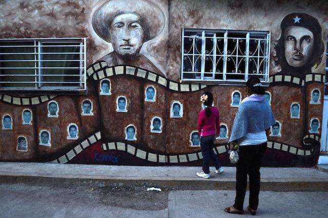 observan-recien-normal-rural-Ayotzinapa_LNCIMA20141103_0086_27