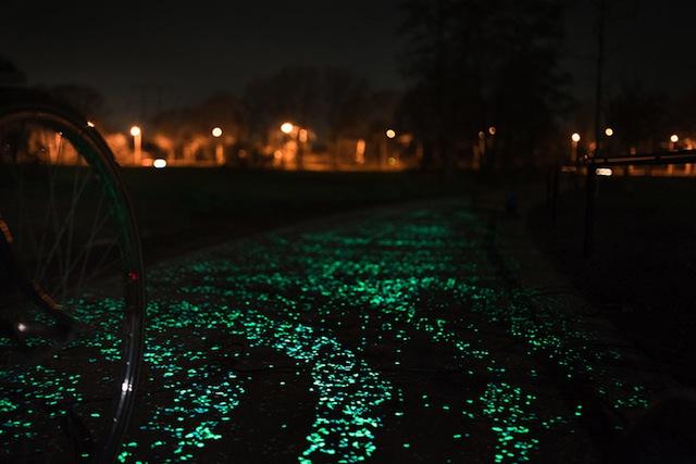 van-gogh-starry-night-glowing-bike-path-daan-roosengaarde-4