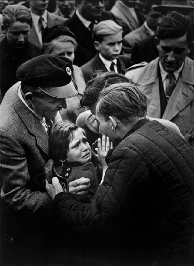 Un prisionero alemán de la Segunda Guerra Mundial se reencuentra con su hija (1956)
