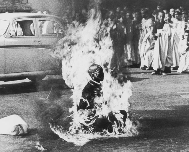 Thich Quang Duc, monje budista, se autoinmola durante las protestas de Saigón (1963)