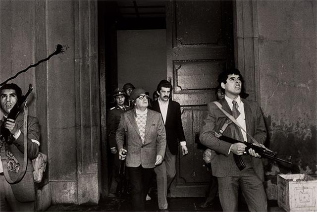 El expresidente chileno Salvador Allende, momentos antes de ser asesinado (1973)