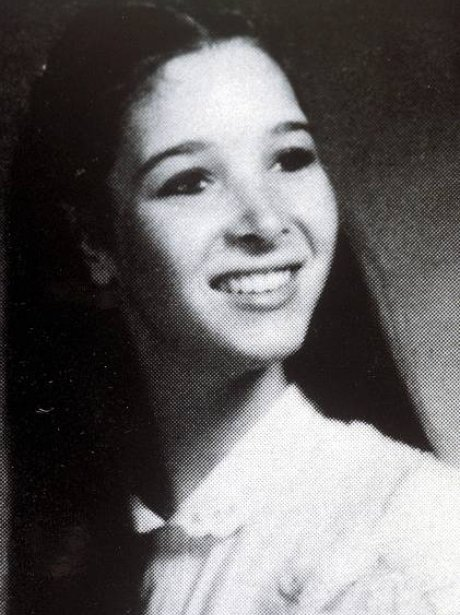 lisa-kudrow-celebrity-yearbook-pictures-1368458345-view-1