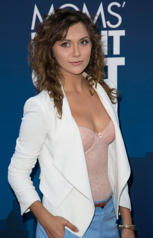 alyson-stoner-at-mom-s-night-out-premiere-in-hollywood_3