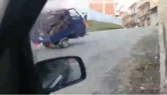 camioneta volteada