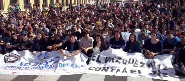 100 mil estudiantes españoles marchan contra reforma educativa