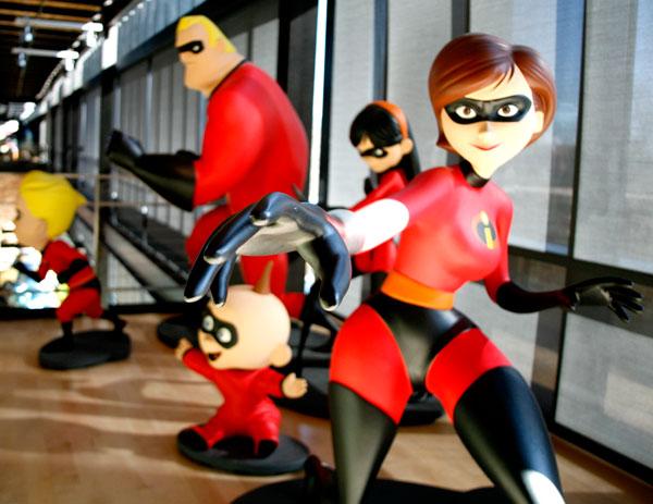 pixar-animated-characters-in-hallway1